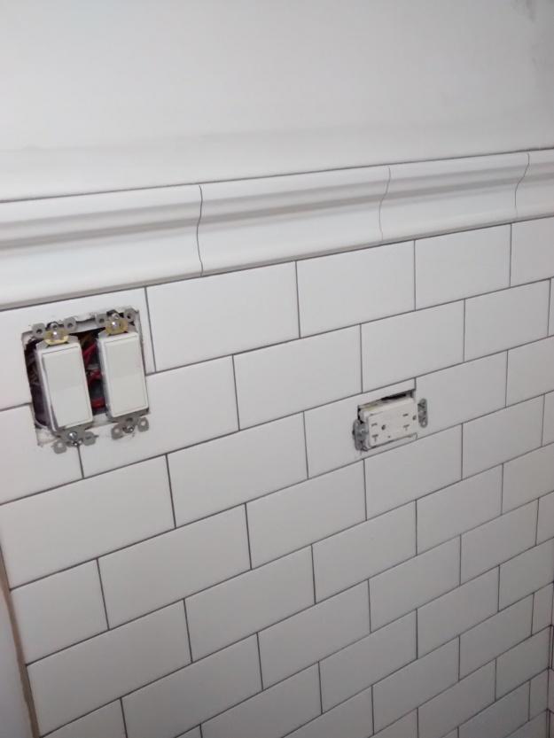 white-subway-tile-graphite-grout